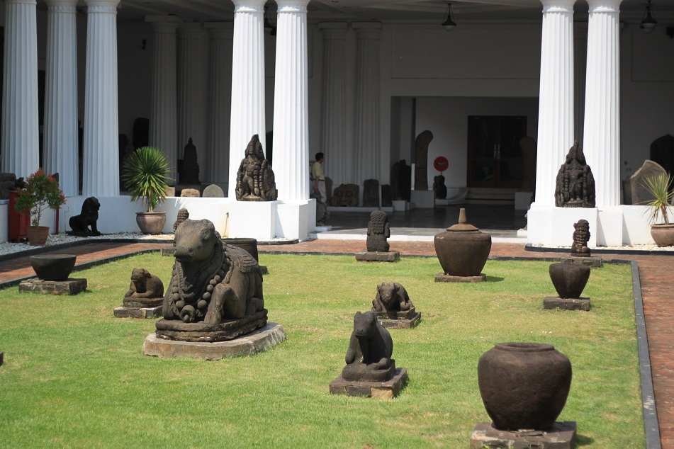 Statues at the Inner Courtyard