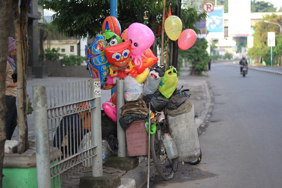 A Modest Balloon Vendor