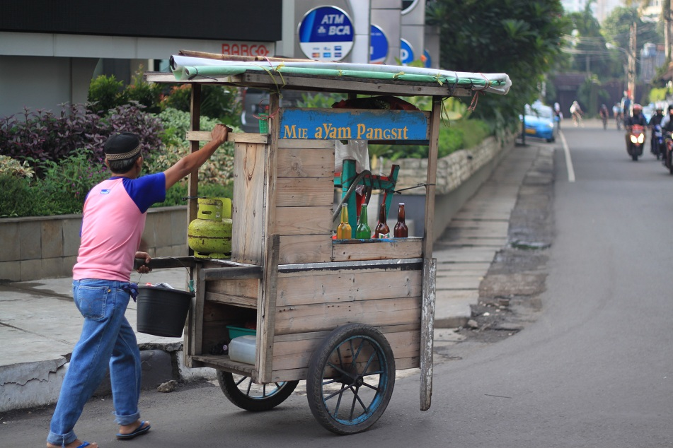 Traditional Food Cart – This One is A Chicken Noodle Vendor