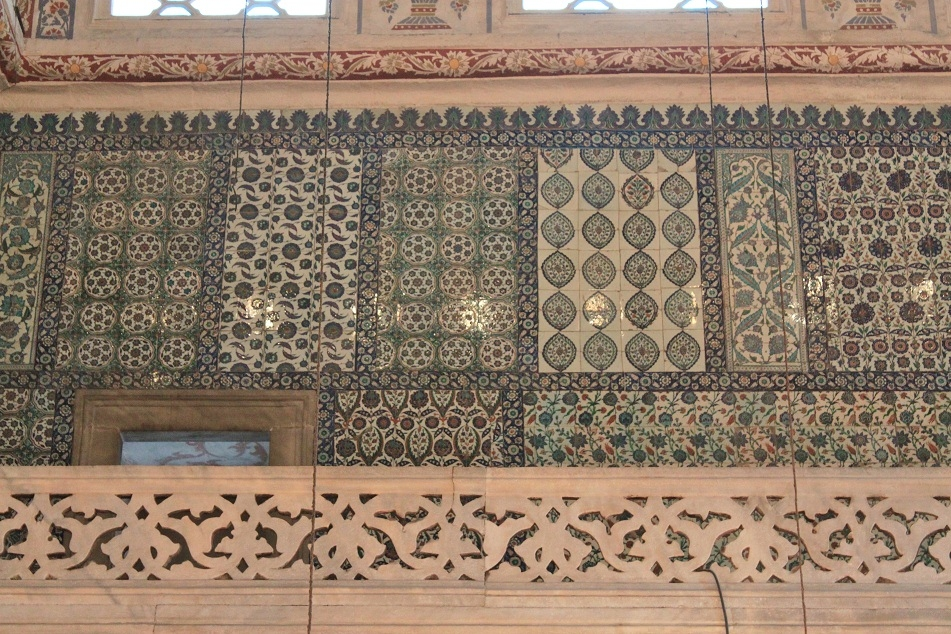 Various Blue Patterns Decorating the Entire Walls of the Mosque