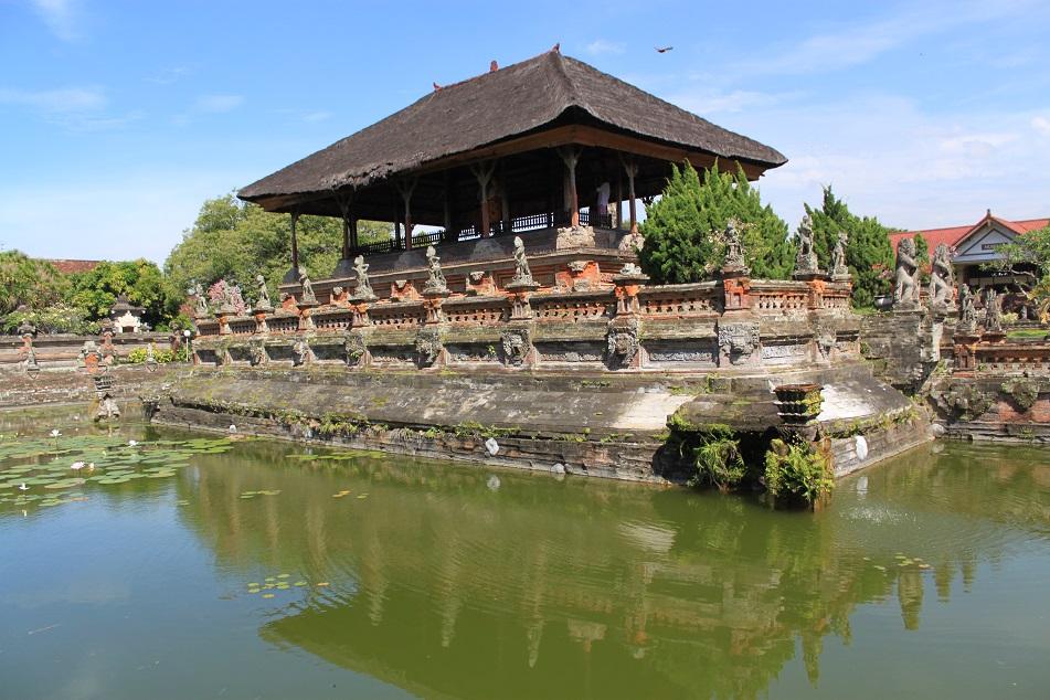 Bale Kambang