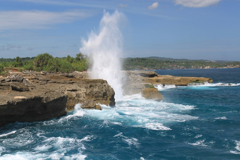 Massive Waves at Nusa Lembongan