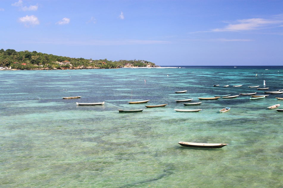 The Shallow Water between Nusa Lembongan and Nusa Ceningan