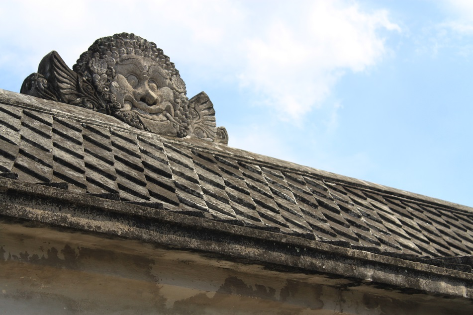 Kala-Makara Roof Decoration