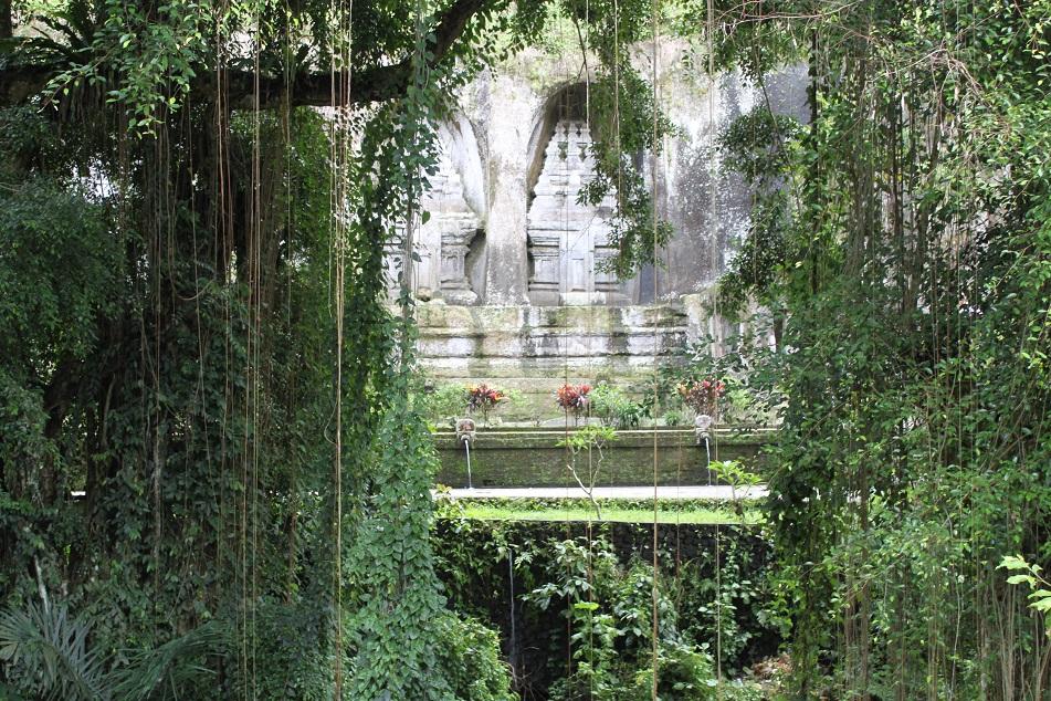 Behind the Green Curtains, Candi Gunung Kawi