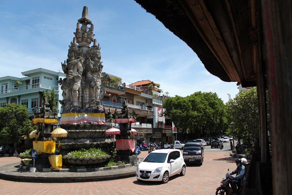 Kanda Pat Sari Statue Facing Four Directions, Near Kerta Gosa