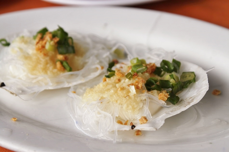 Scallop Steamed with Rice Vermicelli, Garlic and Spring Onion, Lamma Island