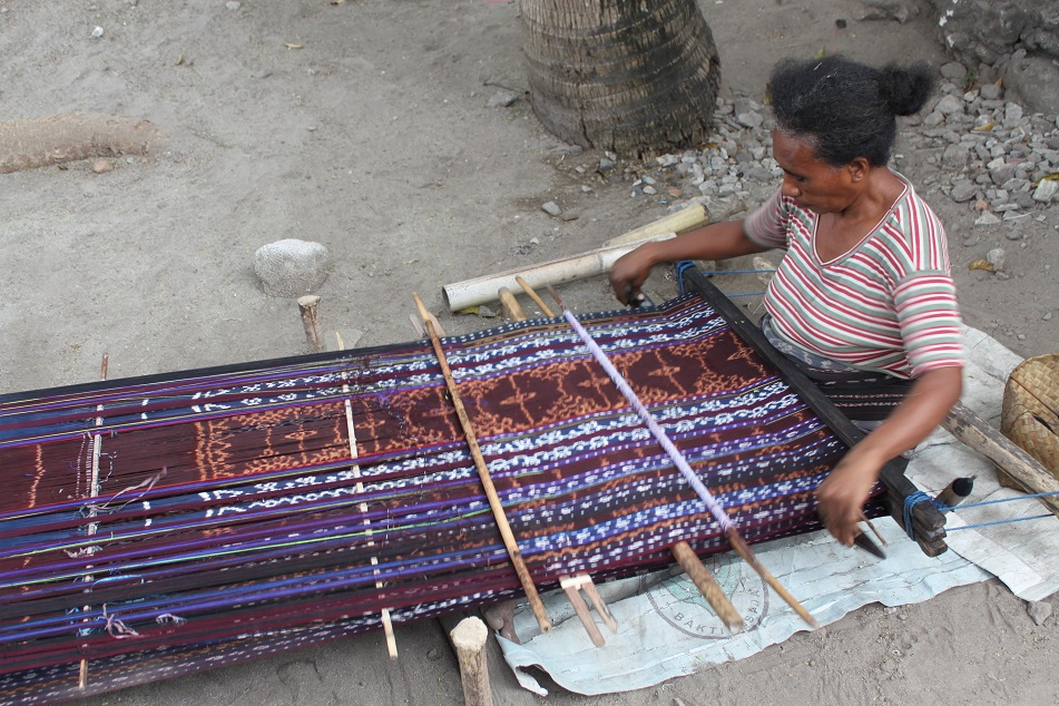 Weaving the Ikat