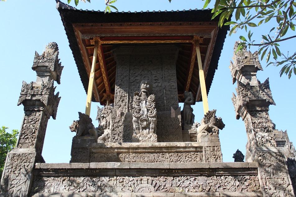 Pura Meduwe Karang's Shaded Pavilion