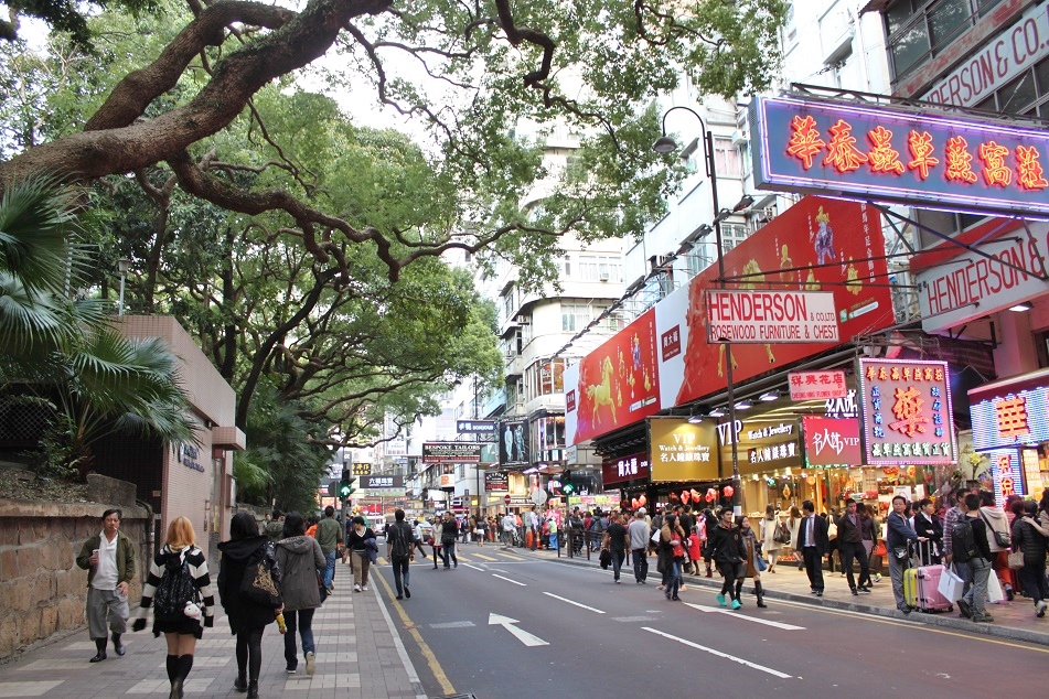 Shoppers at Haiphong Road