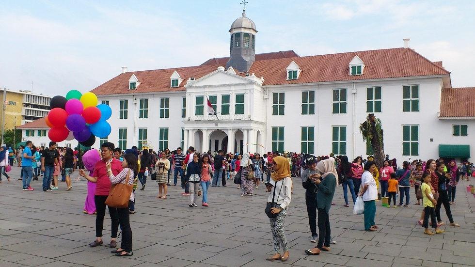 Families Gather in Front of Museum Fatahillah (Formerly the Office of Dutch Governor General)