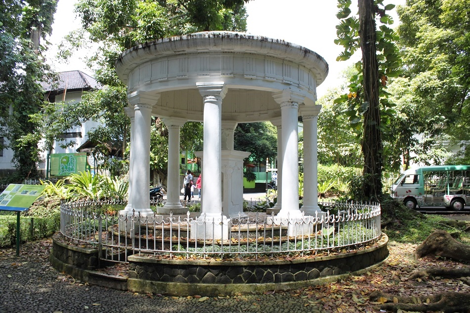 A Memorial to Thomas Stamford Raffles' Wife