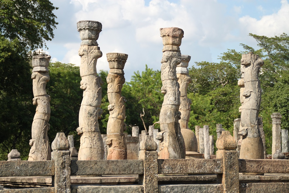 Nissanka Latha Mandapaya, 12th Century 'Dancing Pillars' in Polonnaruwa