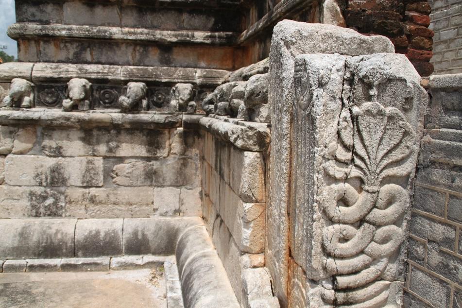 Naga Carving, Ruwanwelisaya