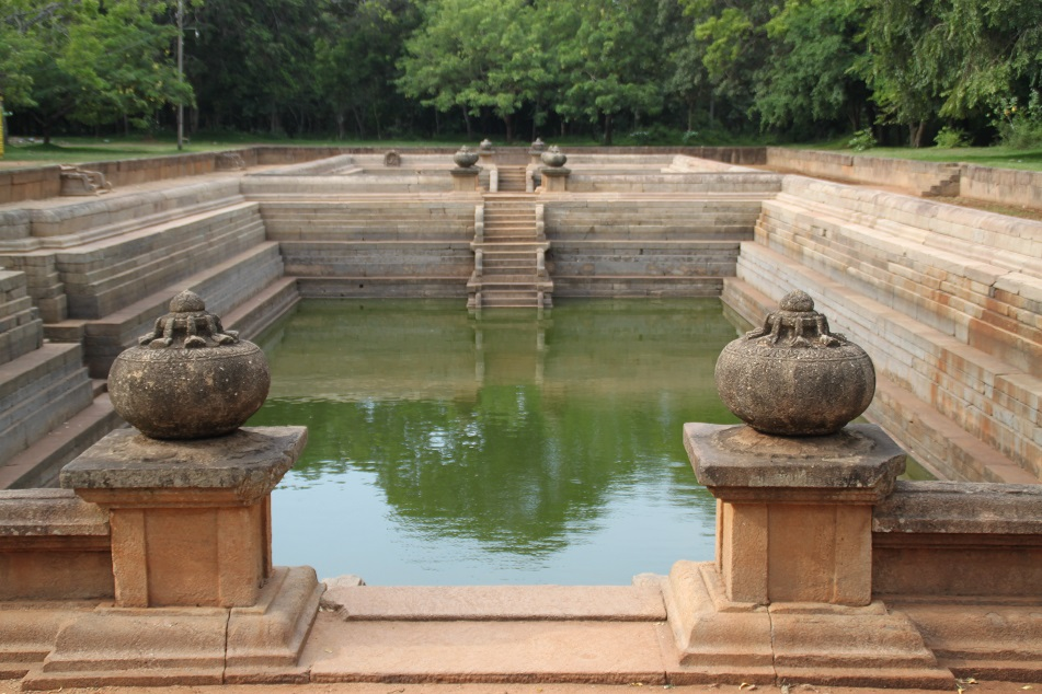 Kuttam Pokuna, Believed to be Built by King Aggabodhi I