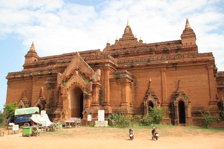 Pyathadar, A 13th Century Temple Built by Kyaswa