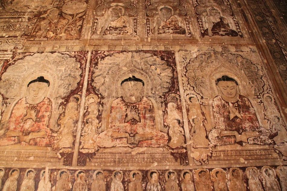 Frescoes inside Thambulla