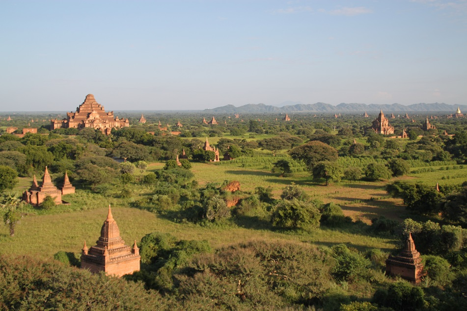 Dhammayangyi (far left) amid Bagan's Ancient Temples