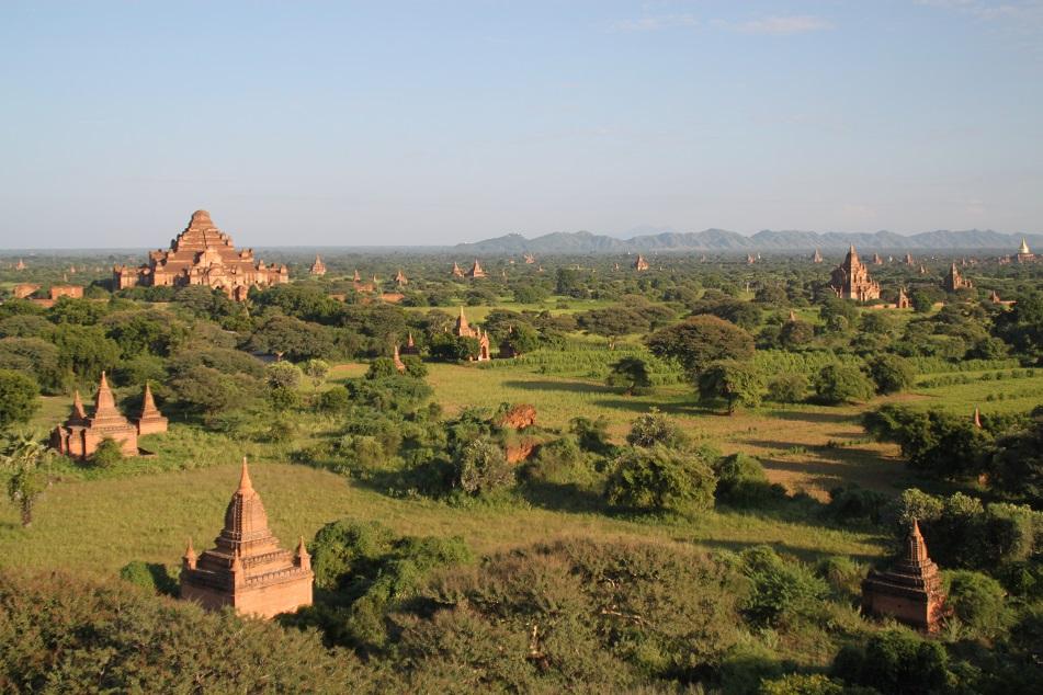 Dhammayangyi (far left) amid Bagan's Ancient Temples