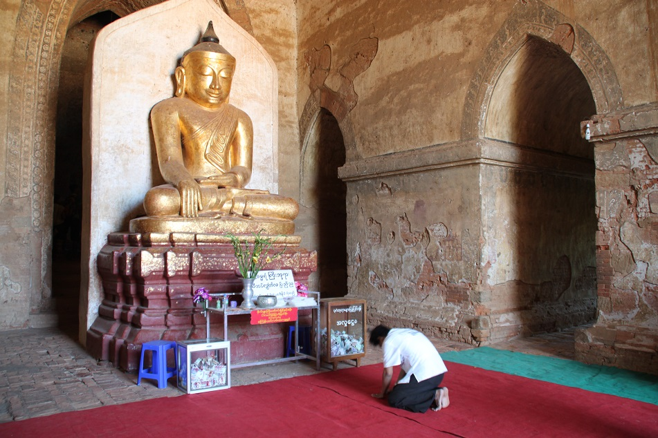 A Devotee Kneeling before the Buddha, Dhammayangyi