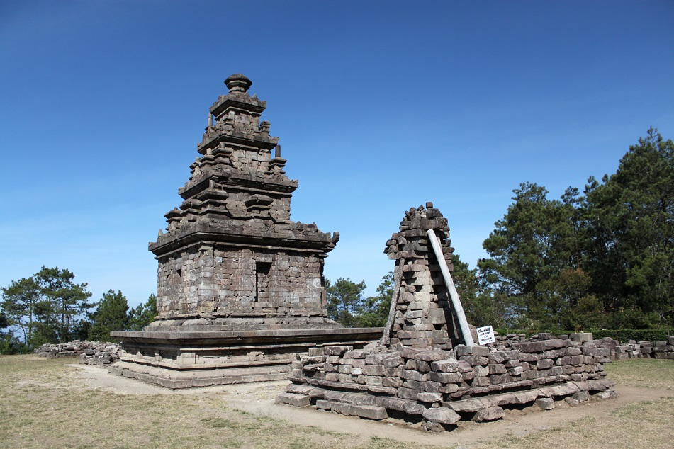 Candi Gedong V, Perched on the Highest Hill