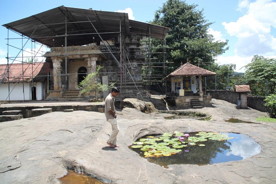 Gadaladeniya Vihara